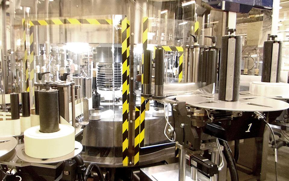etichettatrice-torino-distillati3